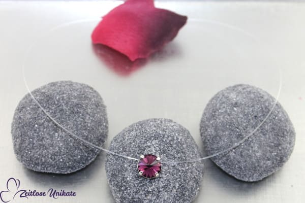 Kräftiges lila,Halskette schwebender Solitärstein in amethyst / lila