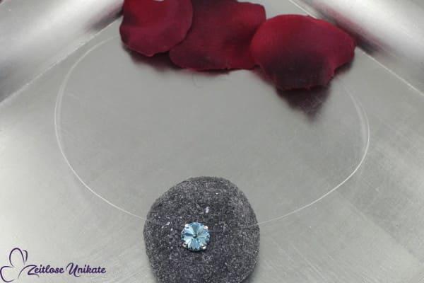 Etwas Blaues, Halskette schwebender Stein in aquamarinefarben / blau, schönes hellblau