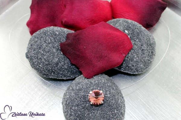 Blush rose, schwebender Stein in rosa - Trendfarbe, romantisch zum Vintagekleid