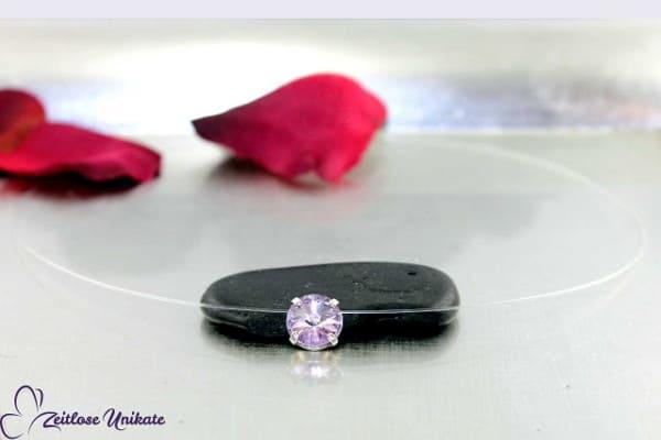 Violet,Halskette schwebender Solitärstein in einem zarten violett Ton