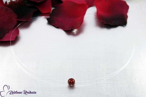 Singel, schwebende Perle in bordeaux, transparente Kette mit einer Perle ~ Beispielfarbe