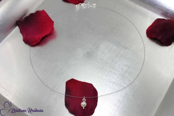 Brautschmuck - sehr kurze schlichte Ypsilon Kette für z. B. kleines Herzdekolleté