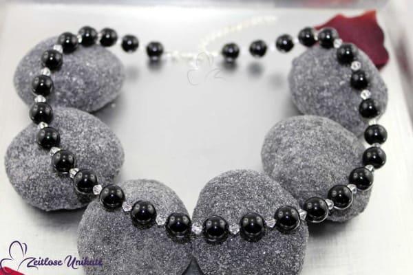 durch dick & dünn, elegante Perlenkette mit zarten Kristallperlen (3 Perlengrößen)