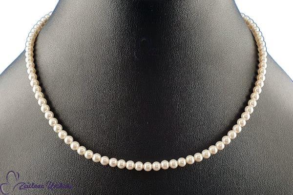 Die Zierliche, zarte Perlenkette in der klassische Variante - schöne schlichte Perlen