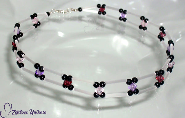 Halsband, Kropfband edler Choker in schwarz, weiß - raffiniert durch lila und rosa *BEISPIEL*