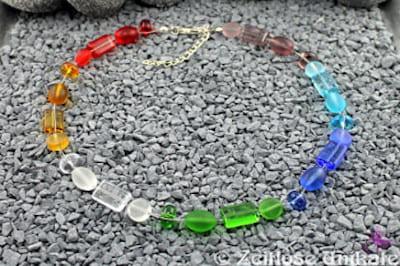 ! Vorläufig das letzte Mal! Matt oder klar, Halskette in Regenbogenfarben, poppig schick