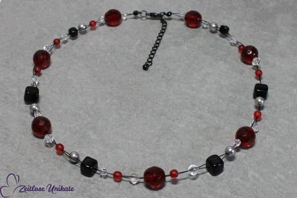 Love Devil II + Glasperlen Kette in rot und schwarz - teuflisch schön