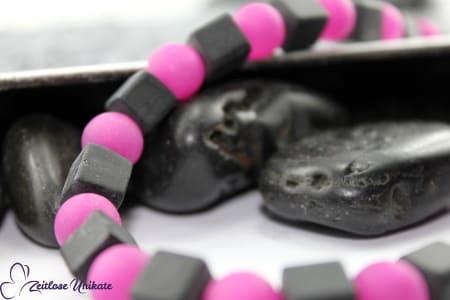 Einmalige Kette! Pinke Polarisperlen feat. schwarze Würfel - auffällige Halskette