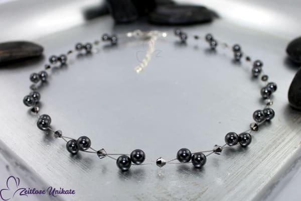 Luftig, filigrane Kette in Silver Night (silbergrau) und anthrazit, elegante Perlenkette - ZUluftig