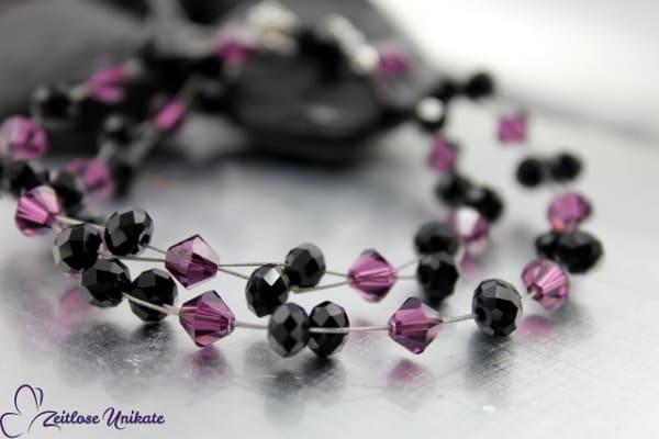 Kette mit funkelnden Kristallen in amethyst und glitzernden Glasfacettperlen in schwarz - ZUelegant