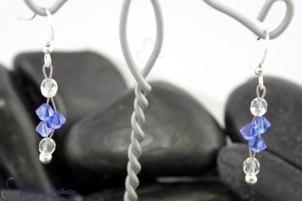 Interessante Ohrringe mit funkelnden Perlen in safir und kristallklar - ZUungewohnt