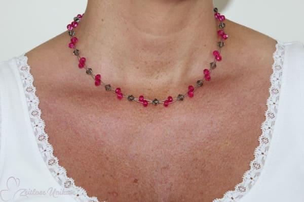 Pinke außergewöhnliche Perlen und graue Kristalle - freche elegante Kette - Schmucklinie ZUelegant