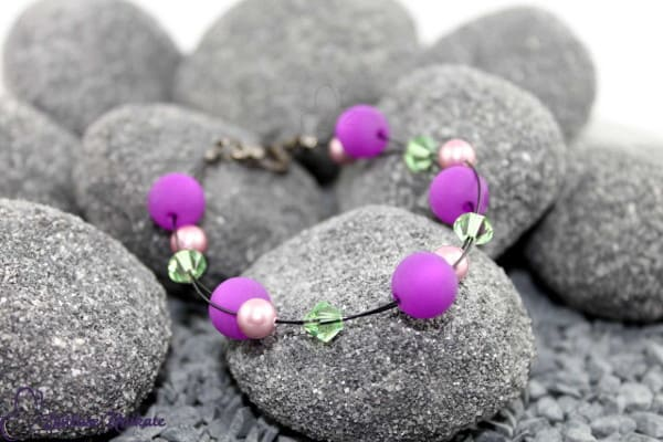 Interessantes Armband in lila, rosa und grün, Komplimentärfarbspiel - ZUgroß