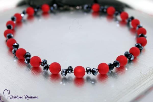 Halskette in rot und hämatitfarben - zeitlose elegante Variante - verführerisches rot - ZUopulent