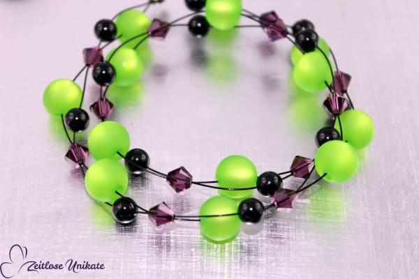 Freches und doch elegantes Armband in grün, schwarz und amethyst, interessante Perlenkombi - ZUgroß