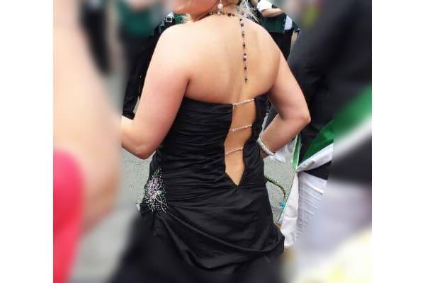 schwarzer Rückenschmeichler ~ Rückenpendel passend zur Kette! Beispiel zum schwarzen Kleid