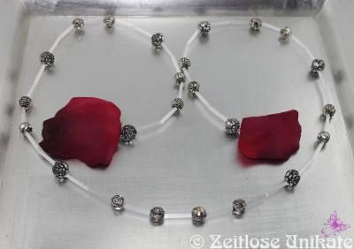ZUlimitiert 5 von 5 - Brillenkette elegant in seidenweiß mit tibetsilber Metallperlen in Rosen Form