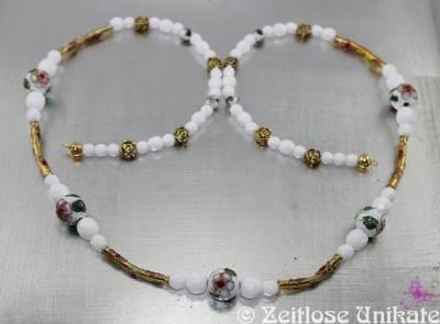 EINMALIGE elegante Brillenkette in weiß & goldfarben / antikgold mit zauberhaften Cloisonne Perlen