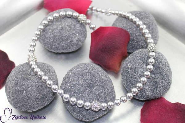3 von 3! Silberhochzeit, silberfarbene Kette mit platin-kristallfarbenen Strasskugeln *LETZTE Chance