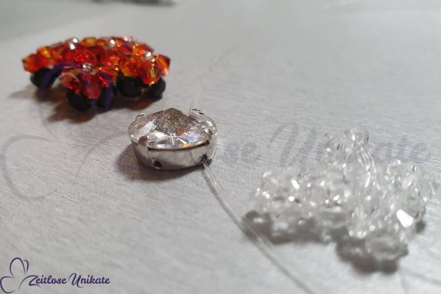 Sonderanfertigung Kreuz Anhänger verziert mit Swarovski® Xilion Beads in Wunschfarbe