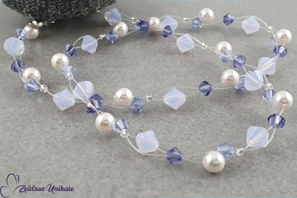 Zarte transparente Kette mit funkelnden Kristallen in wunderschönen kalten lila Tönen - ZUfiligran