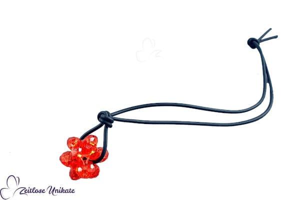 hyazinthfarbene Kugel, Taschenanhänger mit schwarzem Kautschukband nach Kundenwunsch