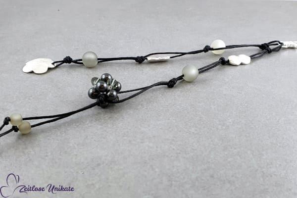 Taschenbaumler - handgefertigter Swarovski Würfel & versilberter Blumenanhänger - Schlüsselanhänger