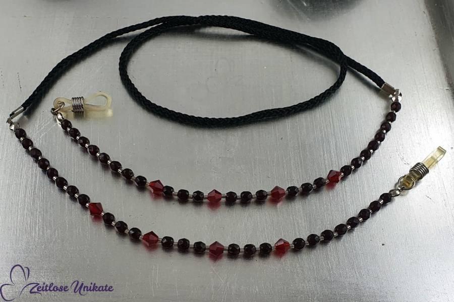 Brillenband schwarz, schwarze Glasfacettperlen und rote Glasrhomben - Brillenkette blutrot & schwarz