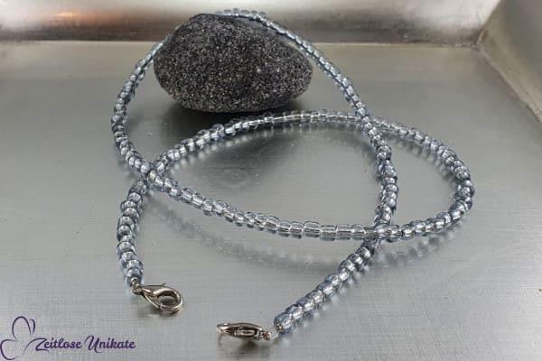 Einfache schlichte Maskenkette silbergrau, auch als Brillenkette oder lange Kette tragbar