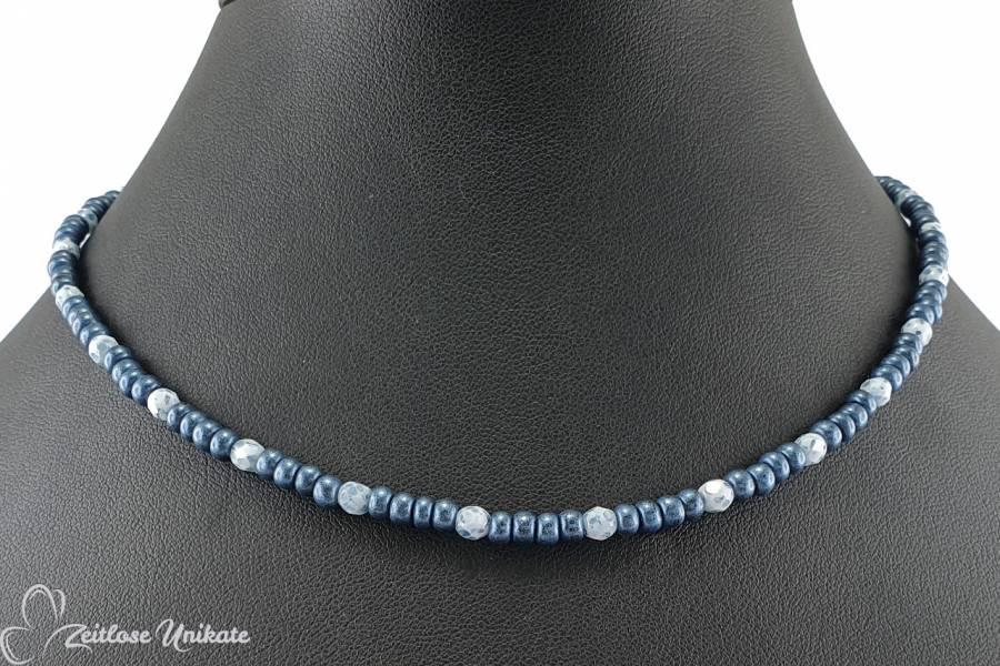 kurze Kette jeansblau weiß, kleine Perlen so hübsch