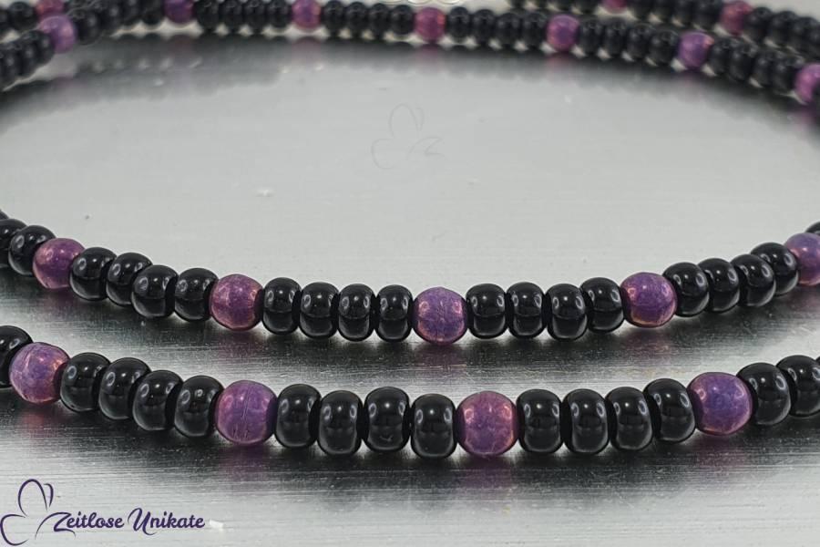 Brillenkette mit zauberhaften violetten Perlen und schwarzen böhmischen Rocailles Perlen | ZUroca