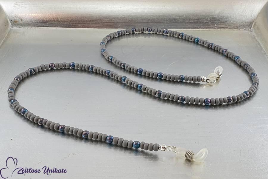 zeitlos schöne Brillenkette grau türkis aus Perlen