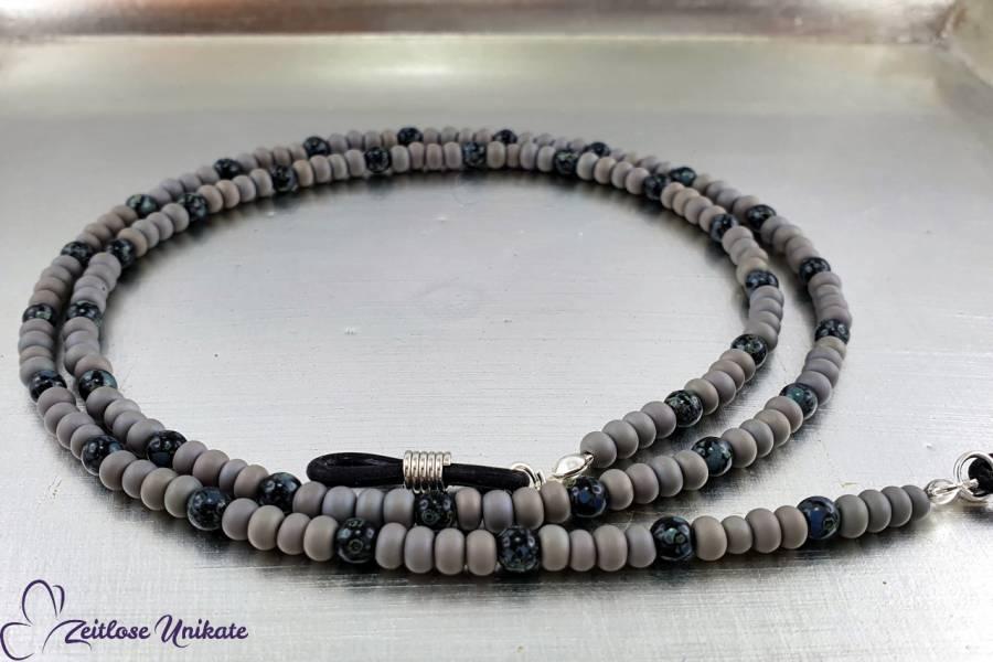 Handgefertigte Brillenkette grau schwarz, schöne Perlen