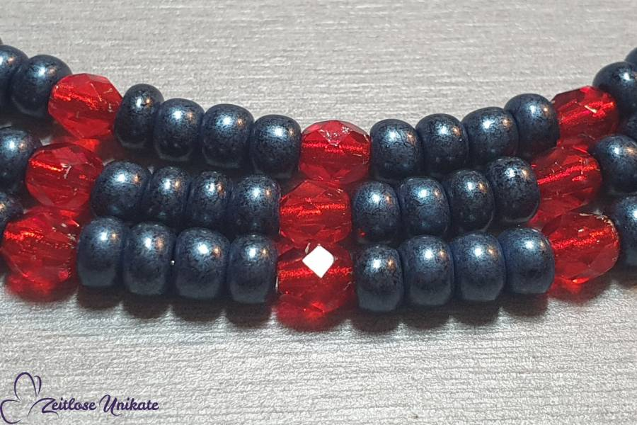 jeansblaue und rote Brillenkette auf Wunschlänge, zeitlos