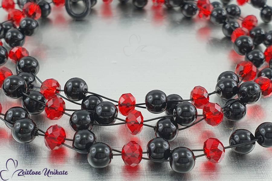Brillenkette Luftig leicht, schwarze Perlen und glitzernde rote Glasfacett-Rondelle