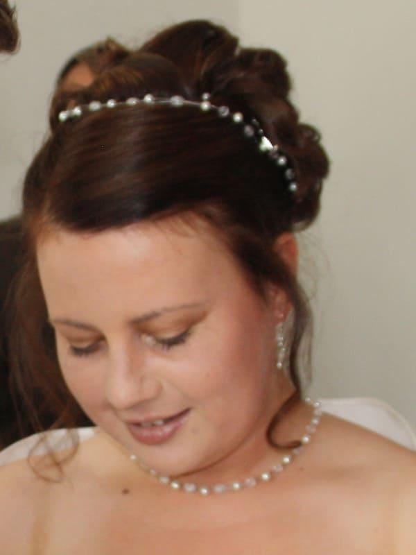 Braut Katrin mit großem Schmuckset inkl. Haarband