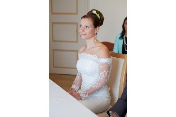 Braut Kathleen mit + Aus der Reihe tanzen + Farbe (hellgrün) + ausgefallenes Schmuckset