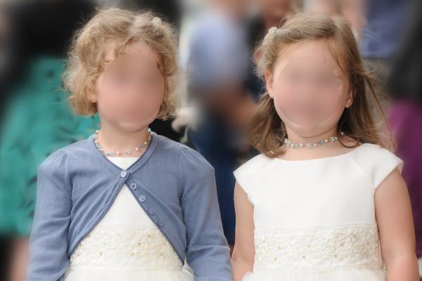 Blumenmädchen mit Ketten passend zur Braut - Etwas Blaues